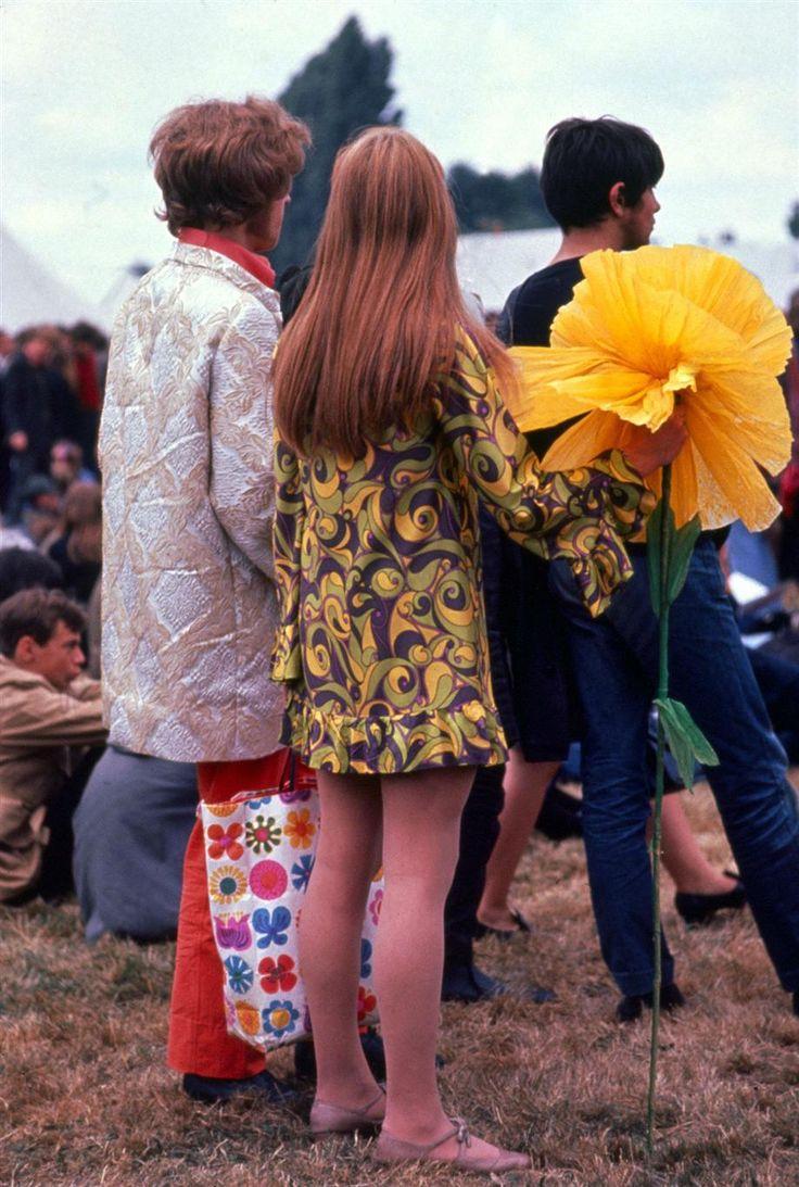 Love flower power daisy graffiti print cotton fabric 60s 70s retro - The60sbazaar Sixties Flower Power