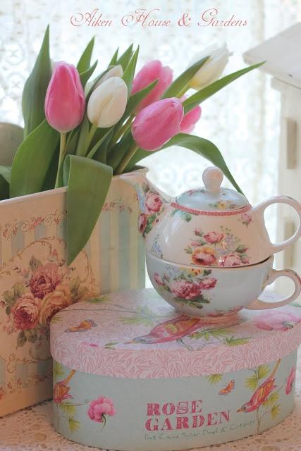 Tetera con taza: Shabby Chic.Caja pintada y tetera de porcelana al tono.