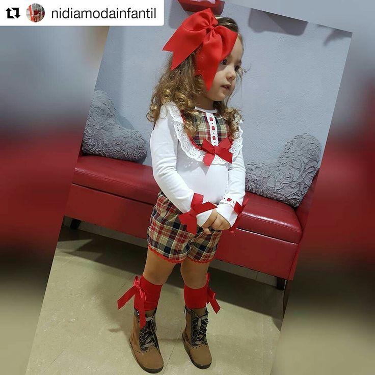 ¡Nuestras pascualas combinan con todo! Esta niña está preciosas con sus zapatos Chuches y su ropita. 🍬🍭👞🍭🍬  📷 Nidia Moda Infantil Balerma ¡Gracias!  #CalzadoChuches #Zapatos #CalzadoNiño #CalzadoNiña #CalzadoBebé #Clientes