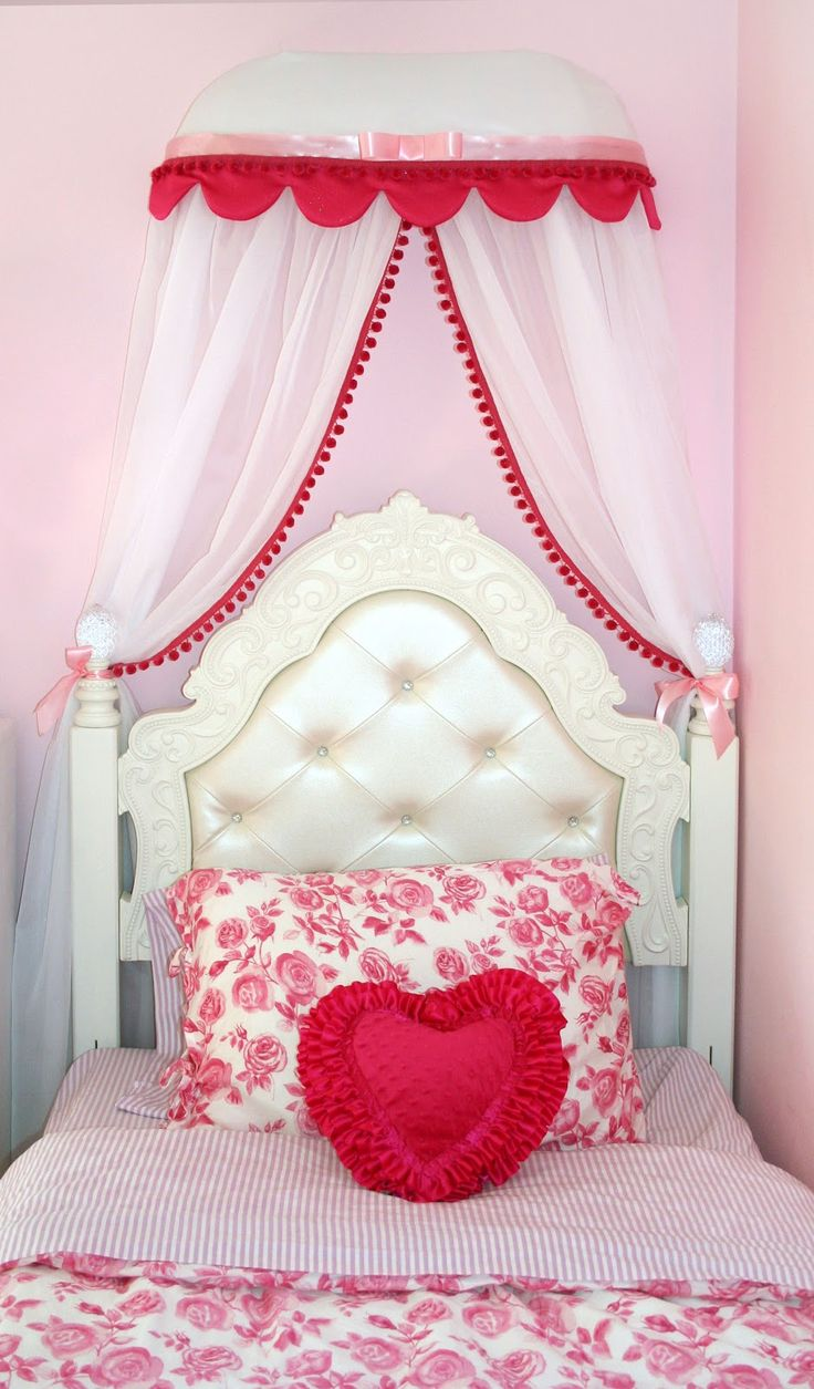 Moms Eat Cold Food: princess room: Heart pillow and canopy tutorial