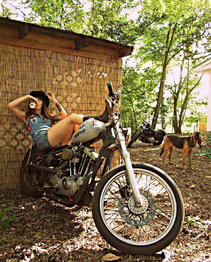 Байкерши. Женщины верхом на мотоцикле//ОПТИМИСТ