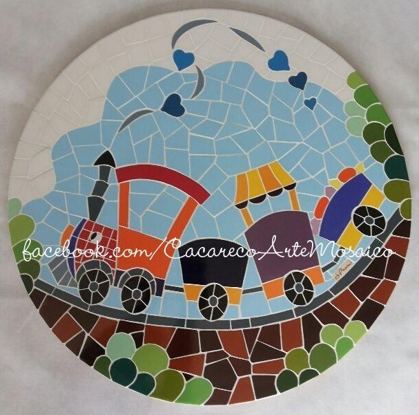Tampo de mesa infantil, com 64cm de diâmetro. mosaico feito com azulejos. www.facebook.com/CacarecoArteMosaico