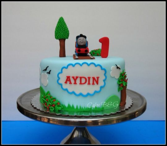 The 25 best Thomas and friends cake ideas on Pinterest Thomas