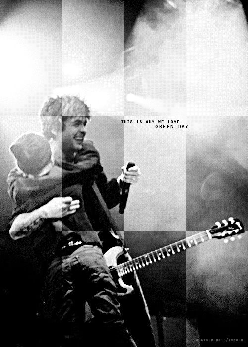 This is why I love this band, because were not fans, Green Day isn't a band with fans... it's a family <3