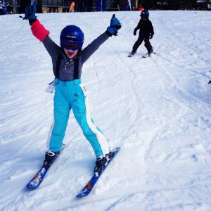 Have you taken your kids skiing?  Here are our top tips for a happy first time skiing at Mt Buller.  #skischool #mtbuller #skiingwithkids