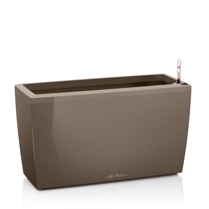 Výrobca: LECHUZA Rozmery: šírka: 30 cm výška: 43 cm dĺžka: 75cm Farba: šedobéžová lesklá Nádoba v hranatom lesklom prevedení vybavená SDZ (systém dlhodobej závlahy),vhodná do interiéru aj exteriéru.  Komplet set alebo bez príslušenstva (neobsahuje kolieska, SDZ, rám a Lechuza PON)