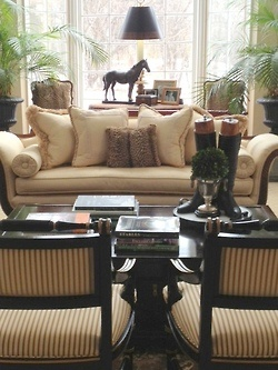 Equestrian decor and a great layout