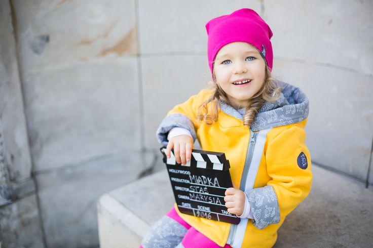 Dwustronna/dwuwarstwowa czapka Malina to idealne rozwiązanie na jesienne spacery. Jedna strona gładka, druga w autorski nadruk w małpki na szarym tle. Miapka Design to rewolucja w świecie kurteczek dla Maluszków. Marka stworzona z myślą o najmłodszych, których wygoda jest dla mam bardzo ważna. chłopcy, dziewczynki, czapki