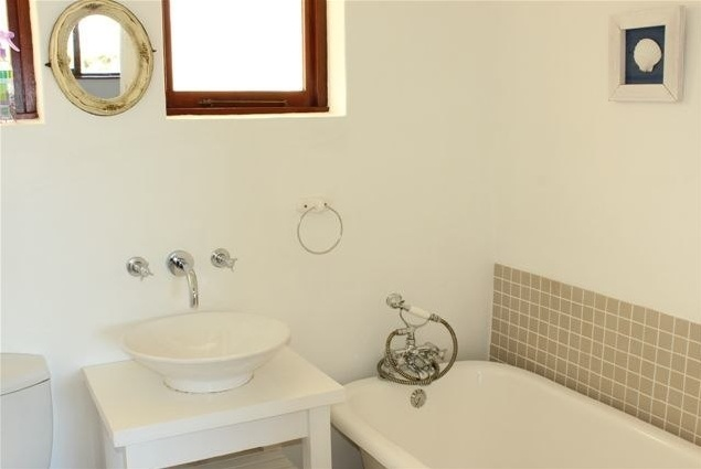 Second bathroom at Sandpipers Beach House