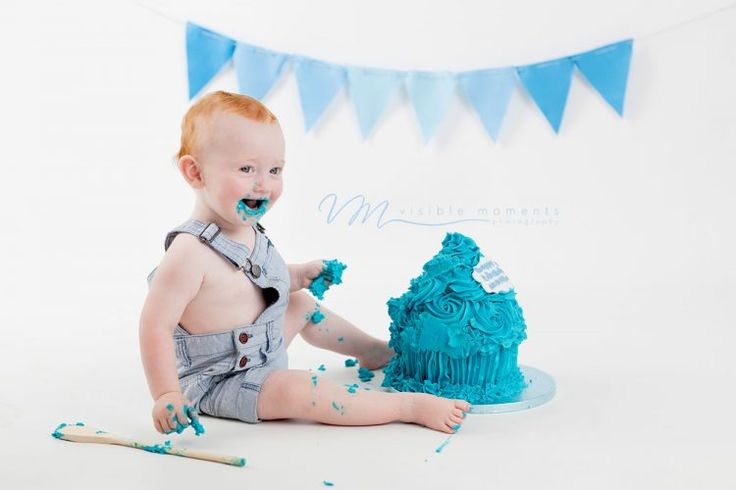 Cake smash boy blue