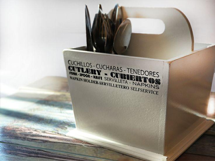 Caja para cubiertos Visitanos www.carolabatlle.cl