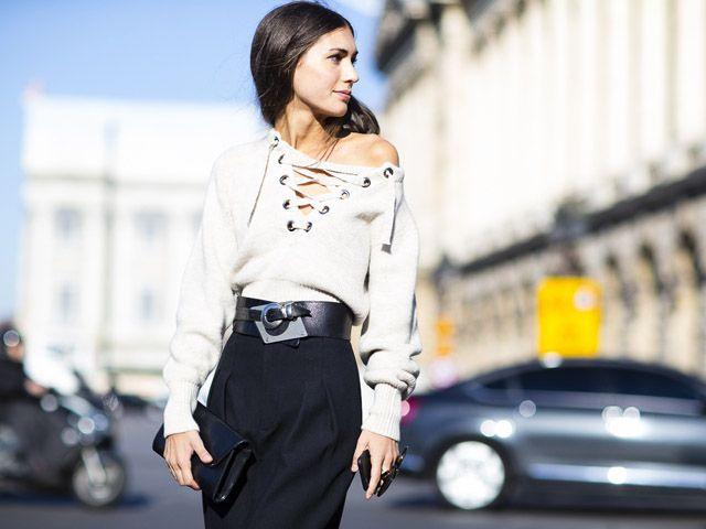 """Diletta Bonaiuti ci spiega come indossare il famoso """"laced up top"""", uno dei trend delle ultime stagioni che tanto ci piace.  #dilettabonaiuti #streetstyle #stylist #fashionweek #outfit #ideas"""