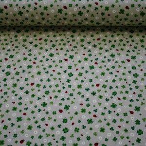 http://www.radicifabbrica.it/prodotto/tessuto-per-tovaglie-dis-quadrifoglio-e-coccinella/ Tessuto tovagliato color écru con stampa raffigurante quadrifogli, coccinelle e margherite.  Il tessuto è alto cm 280, composizione:80% cotone, 20 % poliestere.  ideale per realizzare tovaglie, copritutto, cuscini, grembiuli…  lavabile in lavatrice a 30°  il prezzo di Euro 15.00 si riferisce al metro lineare.