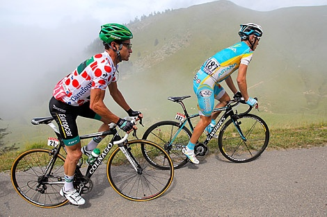 Thomas Voeckler of Europcar (L) defends the King of the Mountains polka dot jersey against Fredrik Kessiakoff of Astana Pro Team on the Port de Balès during Stage 17. (Doug Pensinger/Getty Images)