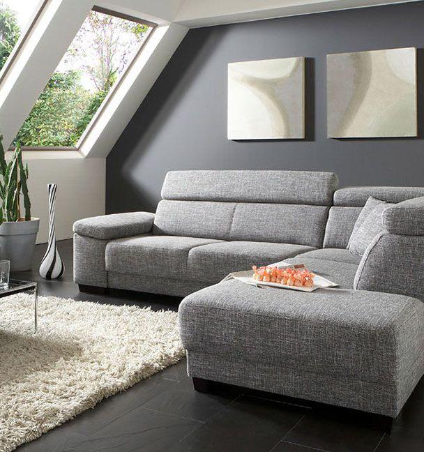 Ecksofa Santiago | Ein flaches Sofa in hellem Grau lässt das Dachgeschosszimmer offener erscheinen. #relax #MoebelLETZ