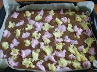 Hozzávalók a tésztához: - 4 darab tojás - 20 dkg cukor - 1 cs. vaníliás cukor - 1,3 dl tej - 0,7 dl olaj - 25 dkg liszt - 1 cs süt...