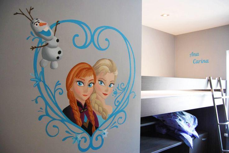 Muurschildering #Frozen met Anna, Elsa en Olaf in een hart van ijs + namen van de kinderen op de achtergrond on Lizart  https://lizart.be/wp-content/uploads/disney-muurschilderingen-nog-andere/frozen-prinsessen-hart-olaf-naam.jpg
