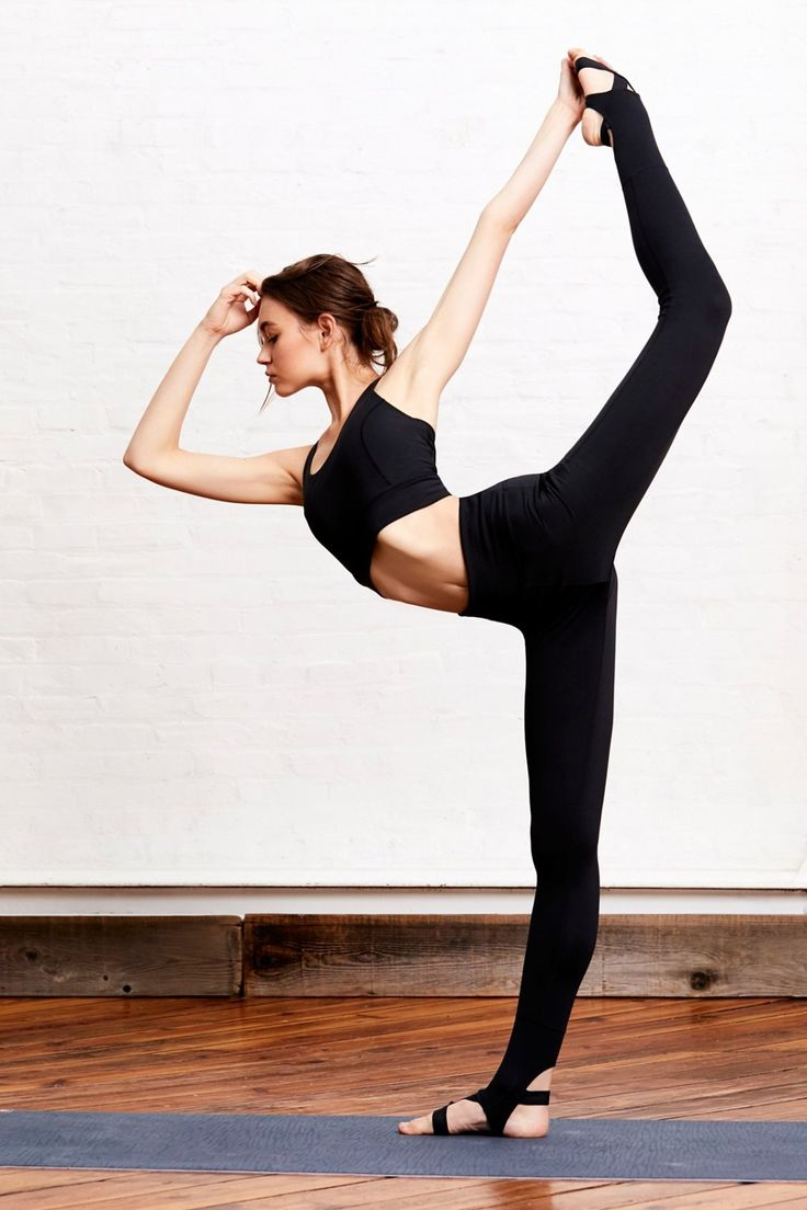 Synergy Legging | Lightweight leggings featuring a seamless fabrication perfect for easy movements and a stirrup design to keep them in place during yoga and pilates classes.