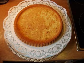 Das perfekte Tortenboden schnell und einfach selbstgemacht-Rezept mit einfacher Schritt-für-Schritt-Anleitung: Butter mit dem Mixer schaumig…