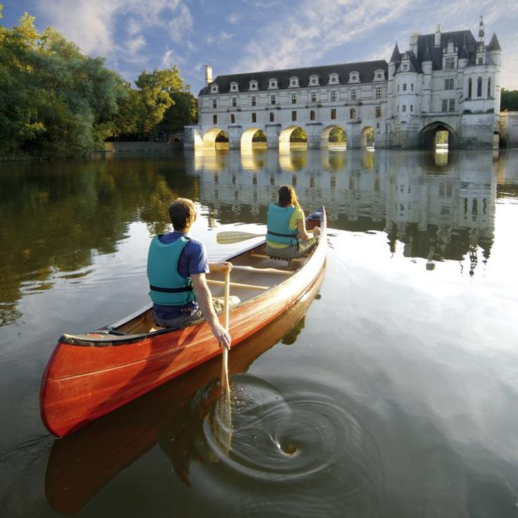 Wow I had no idea you could do canoeing tours in the Loire Valley...that's the way I want to see the chateaux!