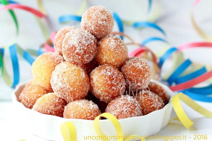 Il detto  non dice proprio così,  ma in questo caso  calza a pennello!         Queste piccole sfere avvolte dallo zucchero semolato m...