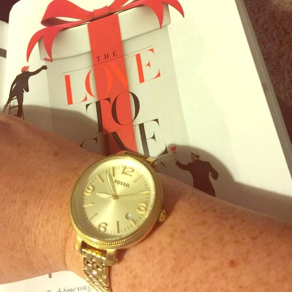Gold like-new Fossil watch! Great condition-- lovely, large-faced Fossil watch!! Price FIRM. Fossil Accessories Watches