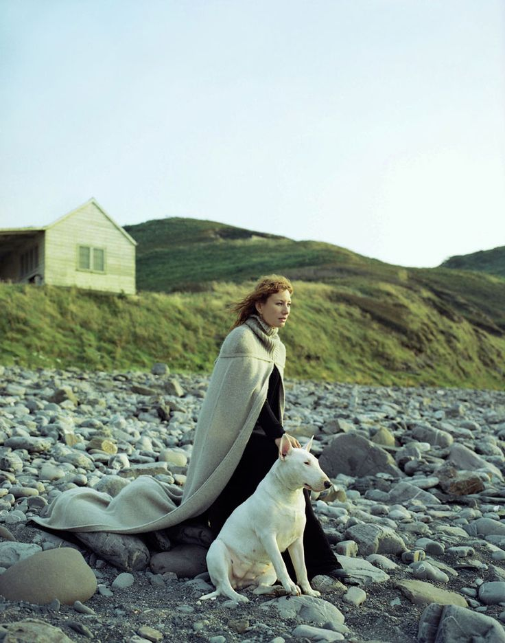 OMG IT'S TORI AMOS AND A BULL TERRIER.
