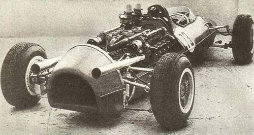 """Streamlined Russian """"F1"""" car conceived in Kharkov. It bore an 8-cylinder, 1974cc engine with an output of 340hp. Its wheelbase was 2600mm and it weighed 550 kg. With its maximum speed being 200 kph, Vladimir Kapsheyev established a national 500m record in the 5000cc class in this car, reaching a speed of 96.5 kph in 1967, but the car sustained serious damage in its competition use."""
