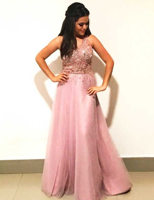 Maisa Silva, atriz, vestido longo e rosa de Formatura, dicas para Debutantes, Festa 15 anos