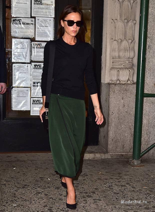 Темные очки, неизменные шпильки, лаконичный тотал блэк, юбки-карандаш, минимализм, джинсы-скинни, оверсайз-сумки, базовые цвета – все это залог стильного образа признанной it-girl Виктории Бекхэм, которая всего через пару дней отпразднует свой 41-й день рождения. О том, какими нетривиальными и запоминающимися look'ами порадовала знаменитость в прошедшем 2014 году и в начале 2015 года, и подскажут фото из данной публикации.
