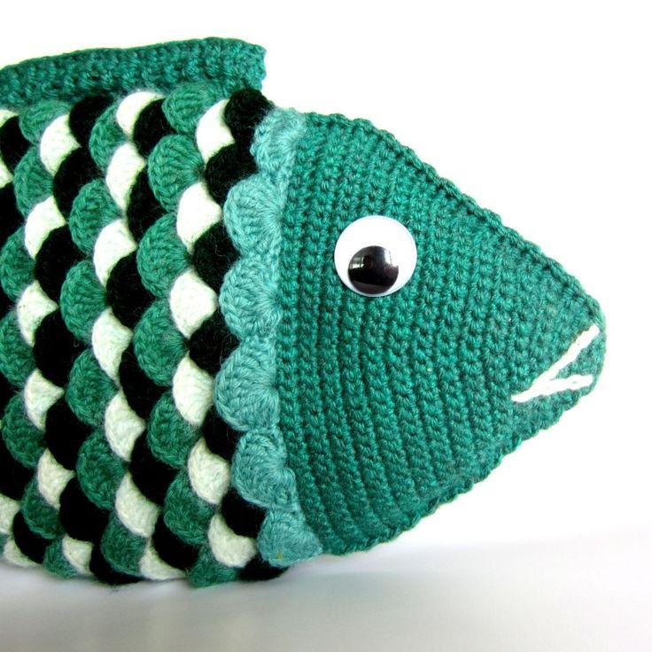 """Ryba Chaja Originální háčkovaná ryba Chaja. Ryba je uháčkovaná z akrylové příze a vyplněná vatelínem. Možnost použití jako bytová dekorace, polštářek neba hračka pro děti. Délka: 40 cm Výška: 20 cm ----------------------------------------------------------------------------------- """"Chajo, němá jako ryba bys měla být!"""" Sotva vyslovil zaklínadlo, zmizela krásna Chaja ..."""