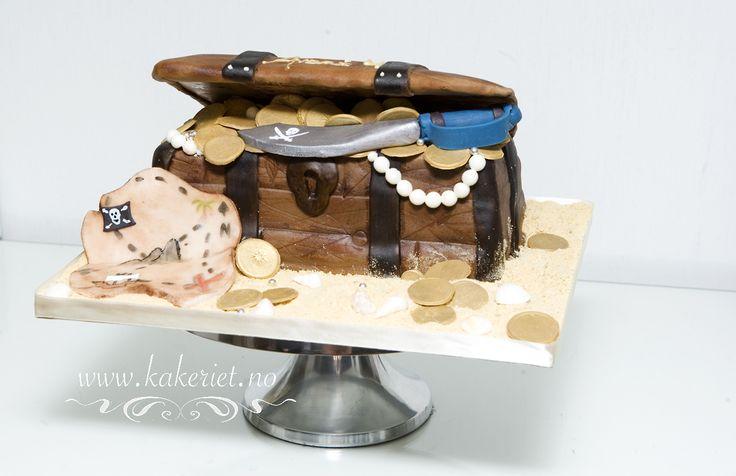 Pirats chest cake <3
