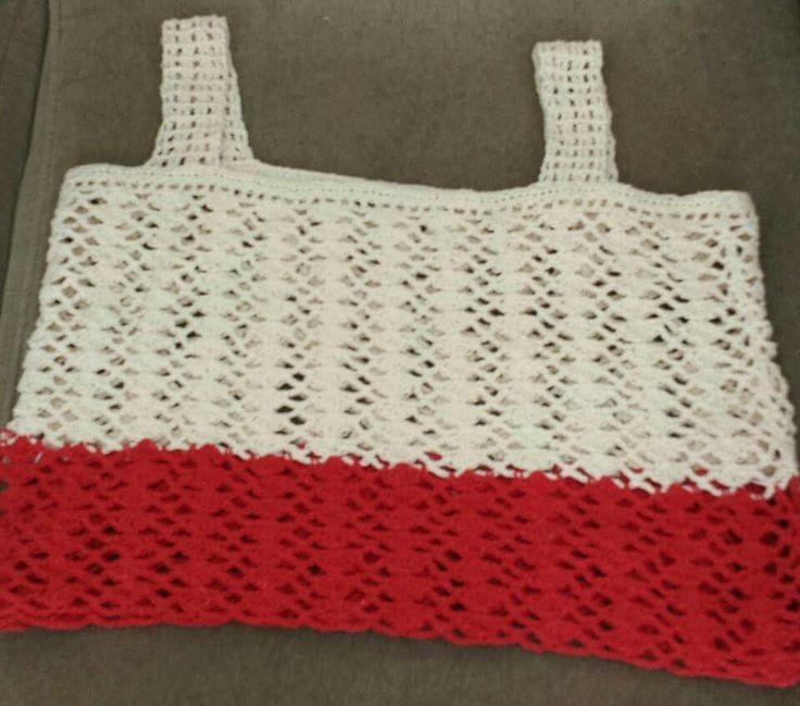 Blusa de linha 100%algodão  tamanho m cores vermelho e branco .aborobora e branco.