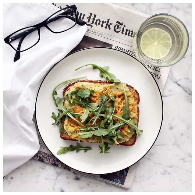 """On the menu today, one of the 3 quick, easy and plant based lunch ideas … the """"TOONA MELT""""!! Recipe (along with the buffalo tofu wraps) up on the blog!🌿🌱🌾 @dempstersbakery #deliciousstartswithdempsters #partner"""