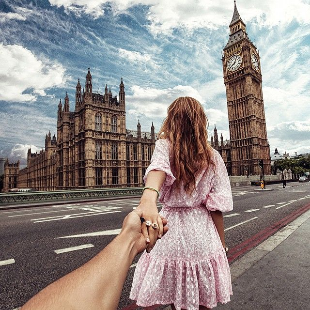 MUST SEE : the Houses of Parliament and the Big Ben . I think it's the most important landmark of London . I loved go there . This picture reminds me how I used to do with my boyfriend in London ...i was so happy to see everything was around me. Picture by Murad Osmann on Instagram . #Londonmoments