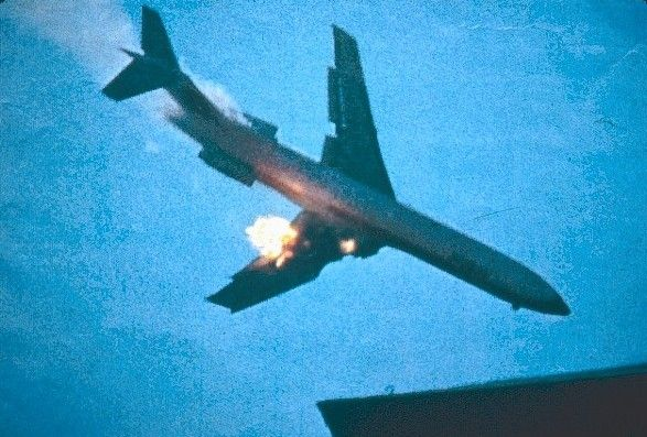 Gas Prices San Diego >> PSA Flight 182 hit a small plane and crashed into a ...