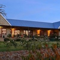 Olive Hill Country Lodge accommodation in Bloemfontein with self-catering and guest house rooms. Ideal venue to explore the Free State attractions in South Africa. Pet friendly by prior arrangement.