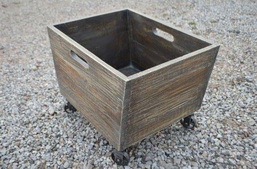 Polecamy #indyjski drewniany #koszyk na kółkach: http://www.indianmeble.pl , który łatwo przesuniecie w dowolne miejsce. :)