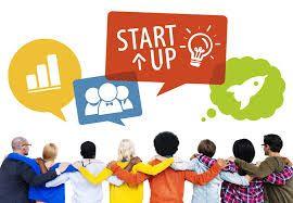 Una Startup es una organización humana con gran capacidad de cambio, que desarrolla productos o servicios, de gran innovación, altamente deseados o requeridos por el mercado, donde su diseño y comercialización están orientados completamente al cliente.