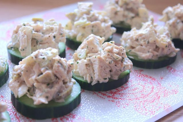 Chicken Salad on Cucumber Rounds #ketogenic #lowcarb #recipes #lunch #snack
