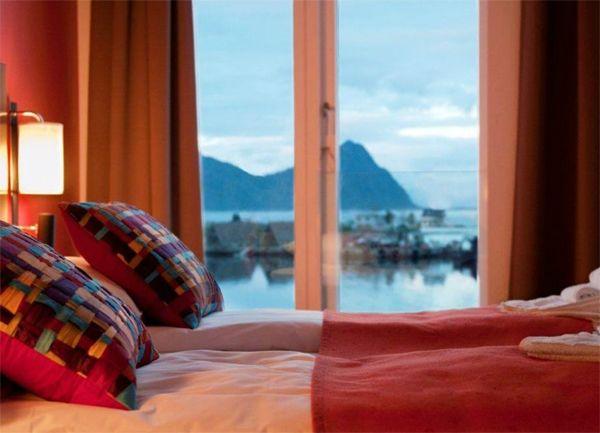 Hva med bryllupsreise i vakre Norge? Bildet er fra Lofoten Suite Hotel.  http://www.lofoten-suitehotel.com/