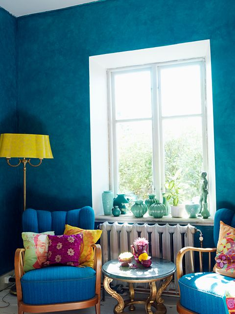 Turquoise walls. i like the yellow and magenta accents