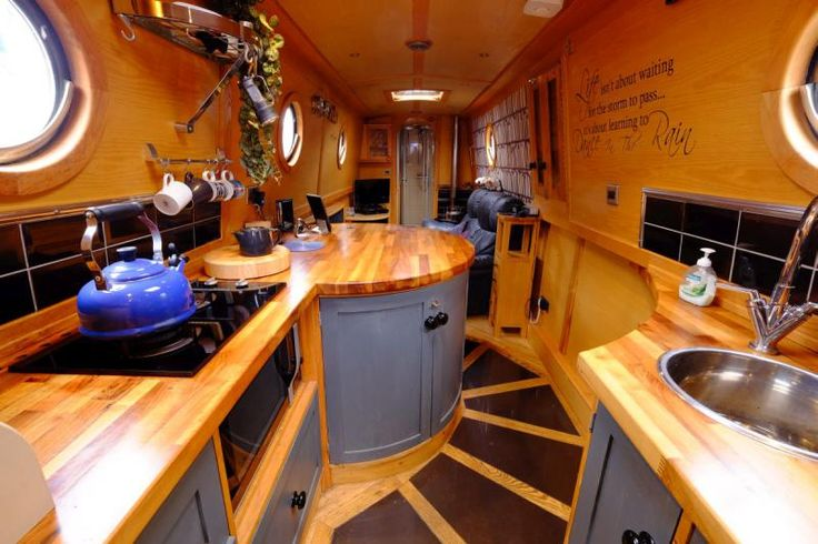 2008, low eng. hrs, stylish interior
