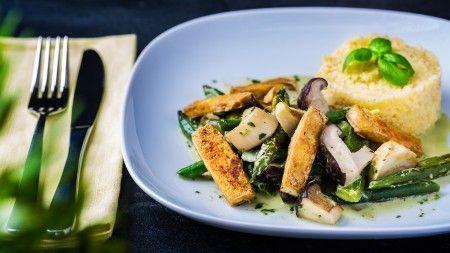 Unser heutiger Tipp: Grüne Bohnen mit Paprika und Pilzen -> #gesundheit #ernährung #rezept #vegan #bohnen #paprika #pilze