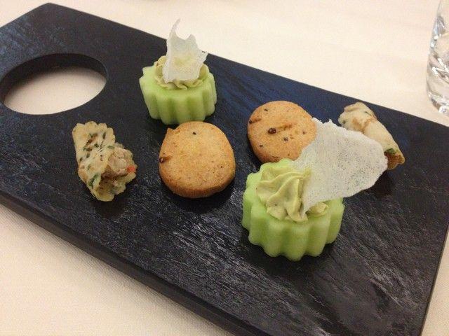 Crêpes au maquereau, sablé au parmesan et baies roses, concombre cru et mousse d'avocat @ Le Millénaire * (Reims)