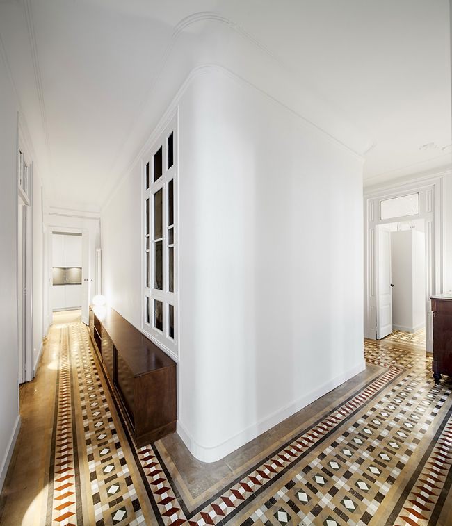 A loox architecture and interior design renovation of a 1908 heritage property in Barcelona. Originally built by the Catalan architect Josep Domènech i Estapà. Photo: Adrià Goula Sardà.