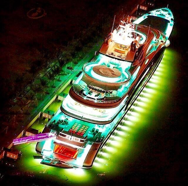 """@BoatShowAvenue: RT for a night like this!! #yacht #superyacht #luxury #lights "" #AffluentAttache #Sailor"