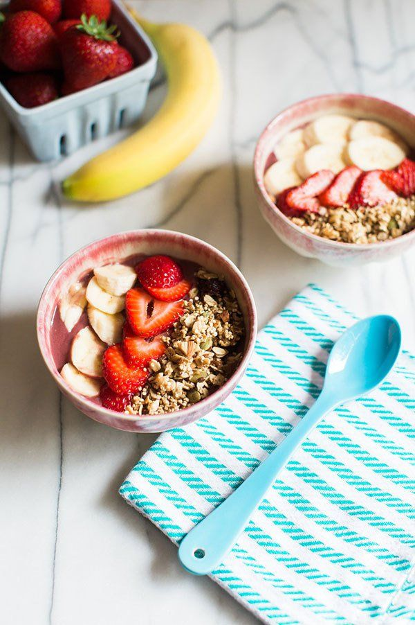 This DIY Acai Berry Bowl (smoothie in a bowl!) is packed with chia, fruit + healthy goodness | via The Honest Company Blog