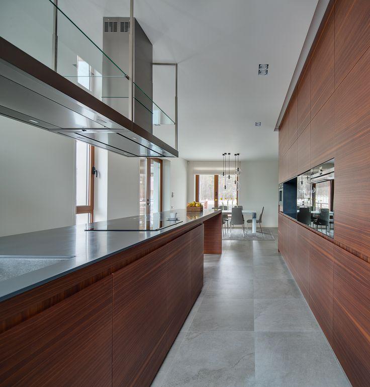Высокие потолки и большие окна. Интерьер загородного дома от дизайнера Нелли Продан