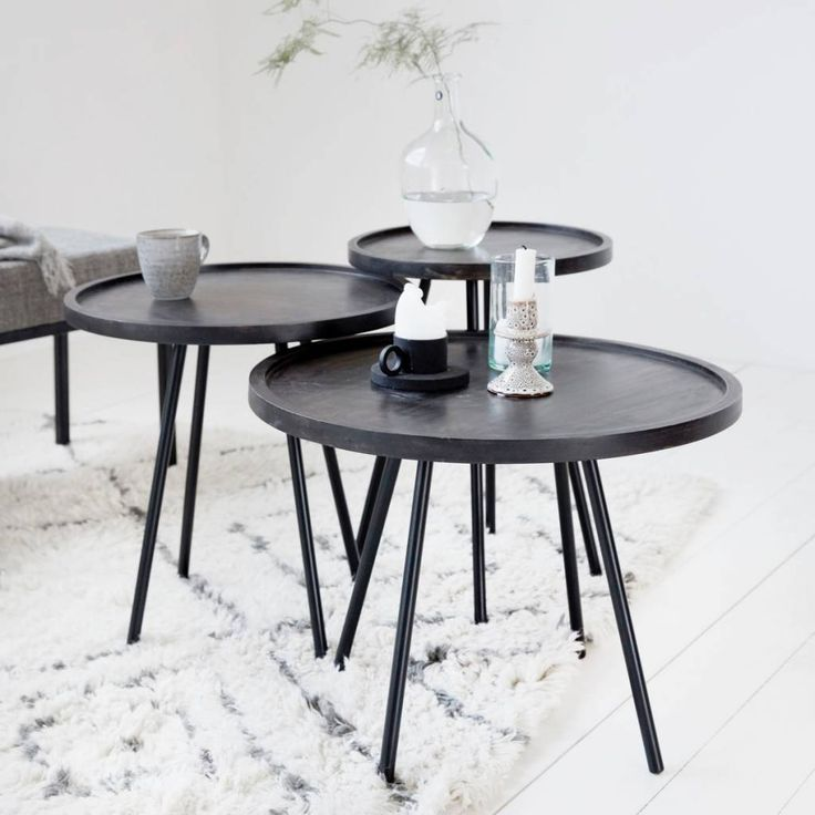 Juco is een ronde, elegante tafel van House Doctor. Het tafelblad is gemaakt van mango hout, terwijl de poten van ijzer zijn gemaakt. Gebruik deze tafel als bij
